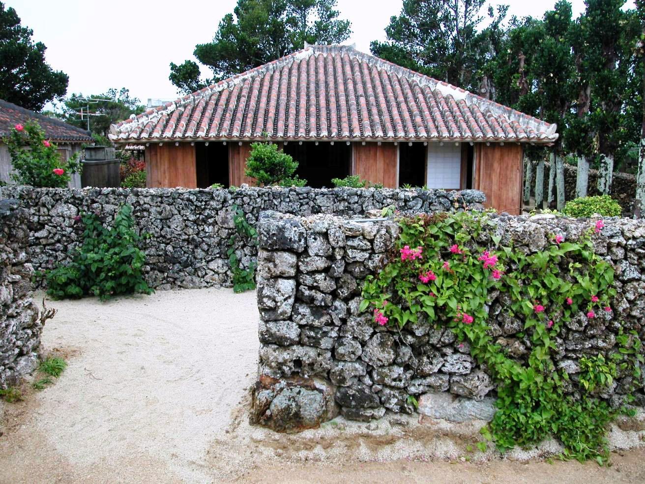旧与那国家住宅 旧与那国住宅 竹富島の伝統的な民家の形式(フーヤ、トーラ、 沖縄県 建築 工務店