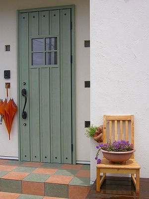 注文建築の玄関