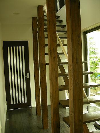 リビング入り口と階段