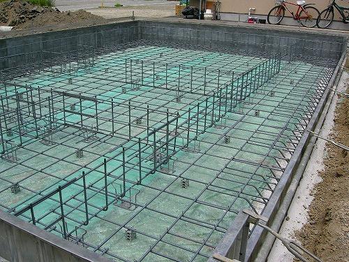 鉄筋 このように鉄筋とコンクリートのお互いの持つ特性を最大限に利用したベタ基... 基礎工事 ベ